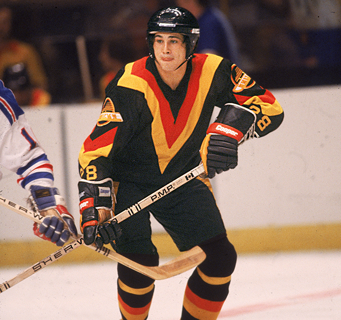 The huge V-striped jerseys achieved the difficult combination of being both very plain and very ugly.