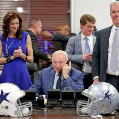 Flanked by coach Jason Garrett and vice presidents Charlotte Anderson and Stephen Jones, Cowboys owner Jerry Jones makes the call to the No. 4 pick, Ezekiel Elliott.