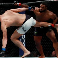 Tyron Woodley of the United States (left) fights against Stephen Thompson of the United States in their welterweight championship bout during the UFC 205 event at Madison Square Garden on November 12, 2016 in New York City. (Photo by Michael Reaves/Getty