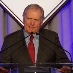 Jack Nicklaus accepts Muhammad Ali Legacy Award