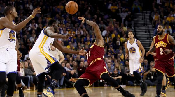 Draymond Flattens LeBron As Warriors Send Reminder To NBA