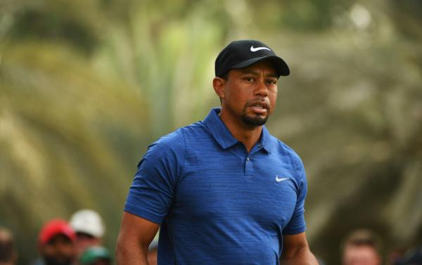 Tiger Woods struggles in Dubai in round one