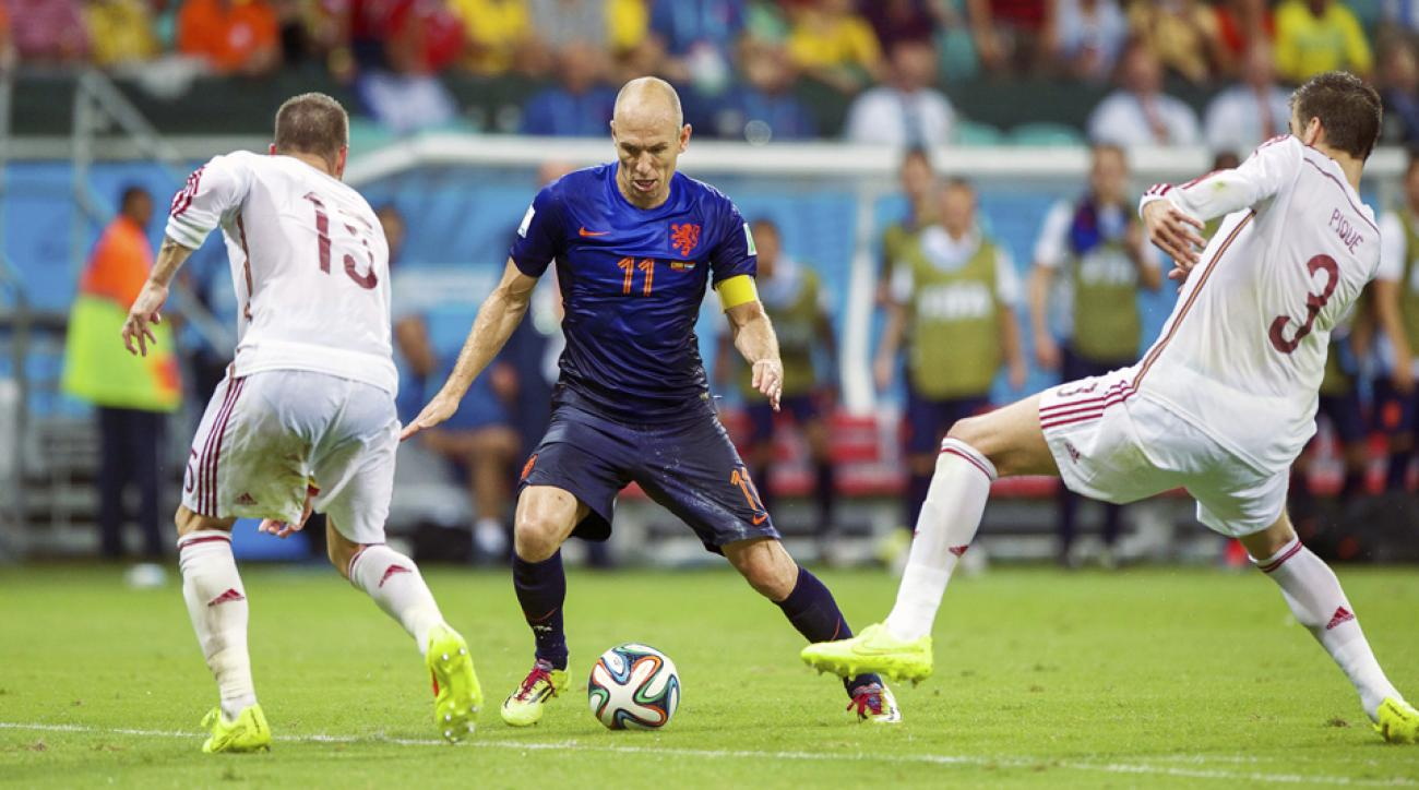 Arjen Robben, center, gave Spanish defenders Sergio Ramos, left, and Gerard Pique loads of problems during the Netherlands' 5-1 win over the defending World Cup champions.