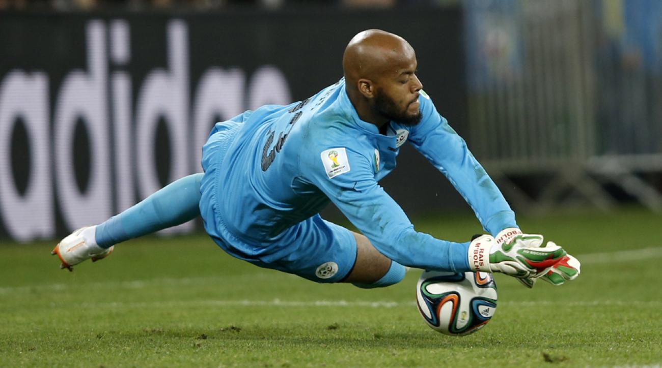 Algeria World Cup goalkeeper Rais M'Bolhi has signed with the Philadelphia Union.