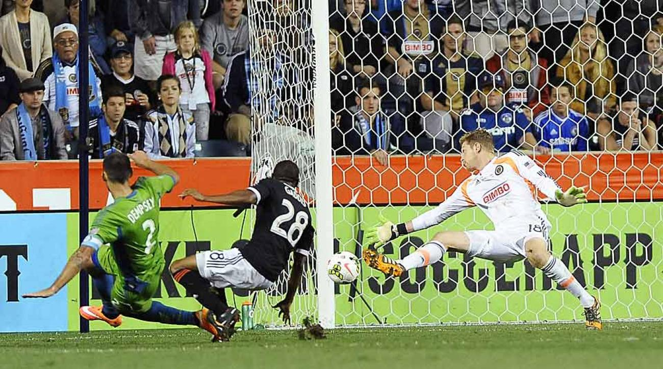 Clint Dempsey snuck the game-winning goal past the Union's Zac MacMath to lead the Seattle Sounders to the U.S. Open Cup championship.