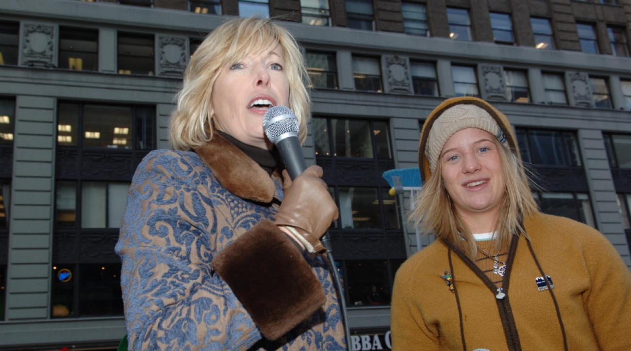 Hudson, alongside Olympic snowboarder Hannah Teter, while serving as Pepsi CEO in 2006.