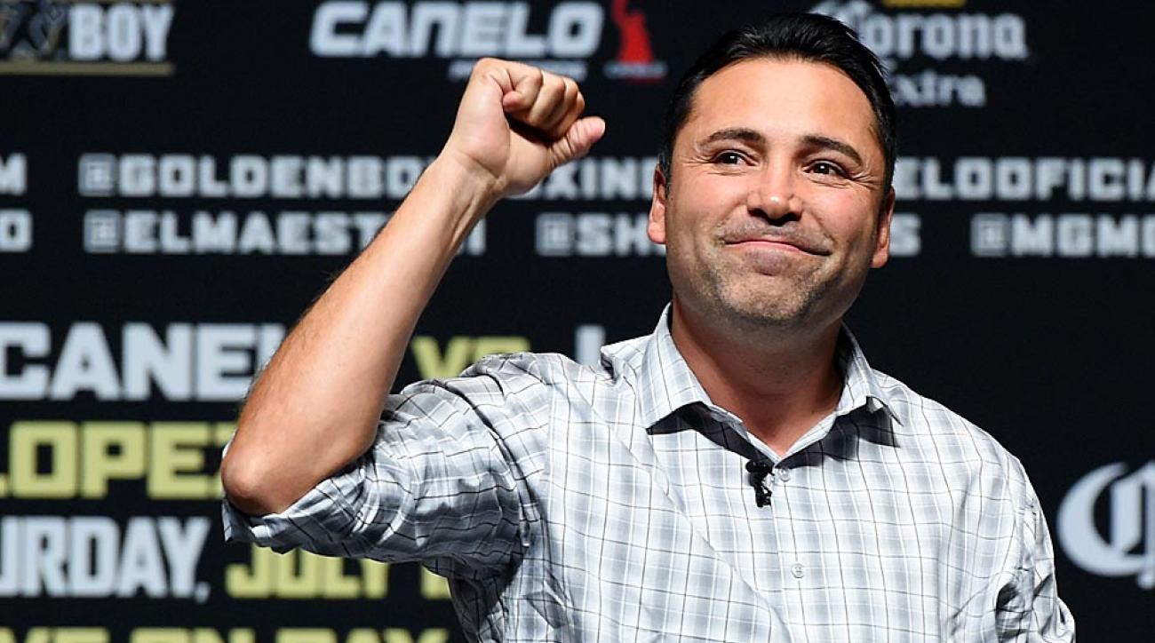 In the battle between HBO and showtime, Golden Boy Promotions president Oscar De La Hoya has chosen a side.