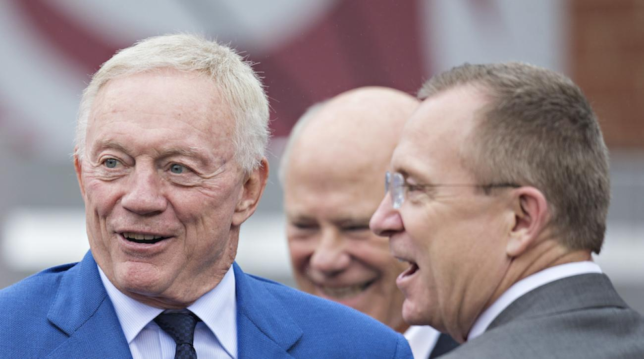 Dallas Cowboys owner Jerry Jones (left) with Arkansas athletic director Jeff Long before the Arkansas-Alabama game in Fayetteville, Ark., on Oct. 11, 2014.
