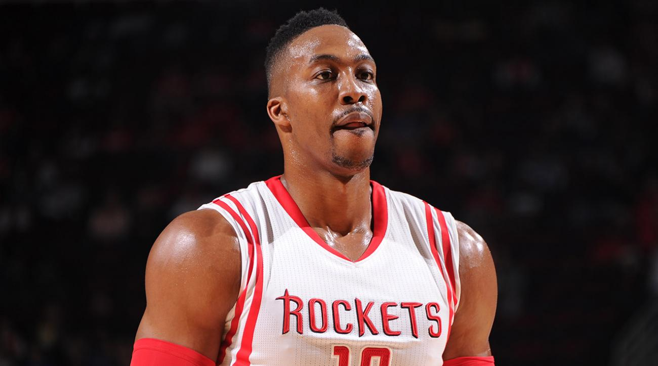 Dwight Howard expected to miss one month with knee injury