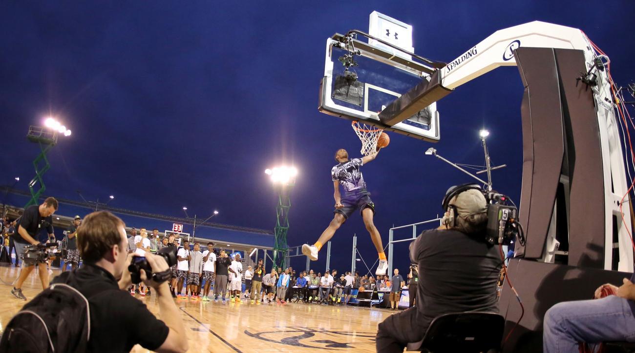 Jones dunking in August 2014