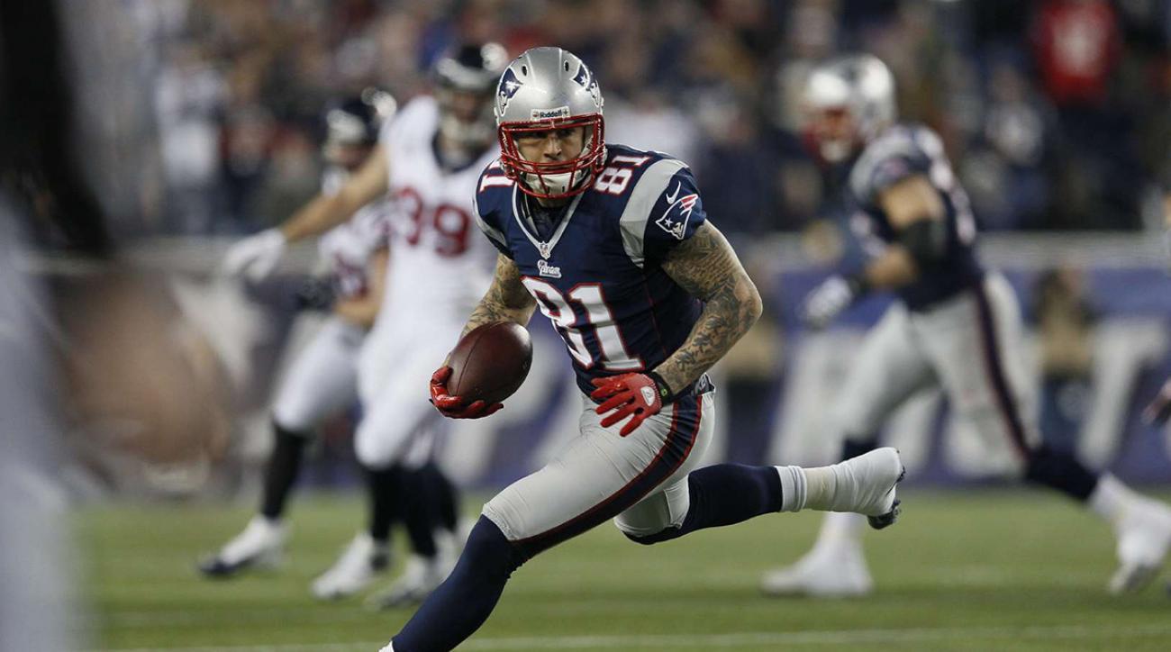 Aaron Hernandez (81) of Patriots