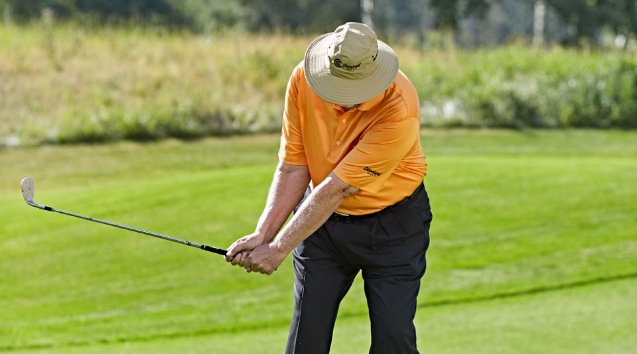 Make simple work of any short shot that has to carry trouble with an easy, 15-yard pitch swing.
