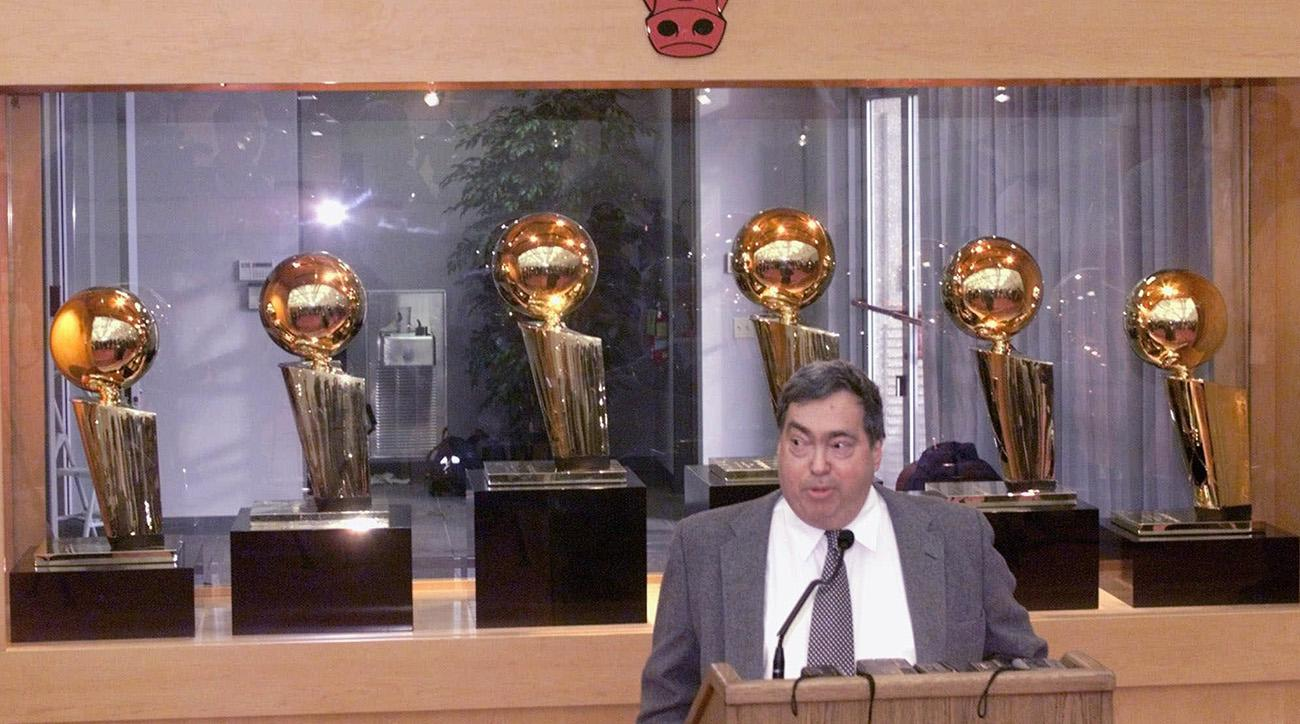 Former Bulls GM Jerry Krause Dies at Age 77