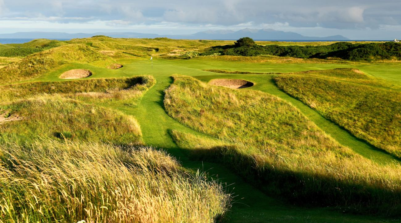 The 123-yard par-3 8th hole at the Old Course at Royal Troon.
