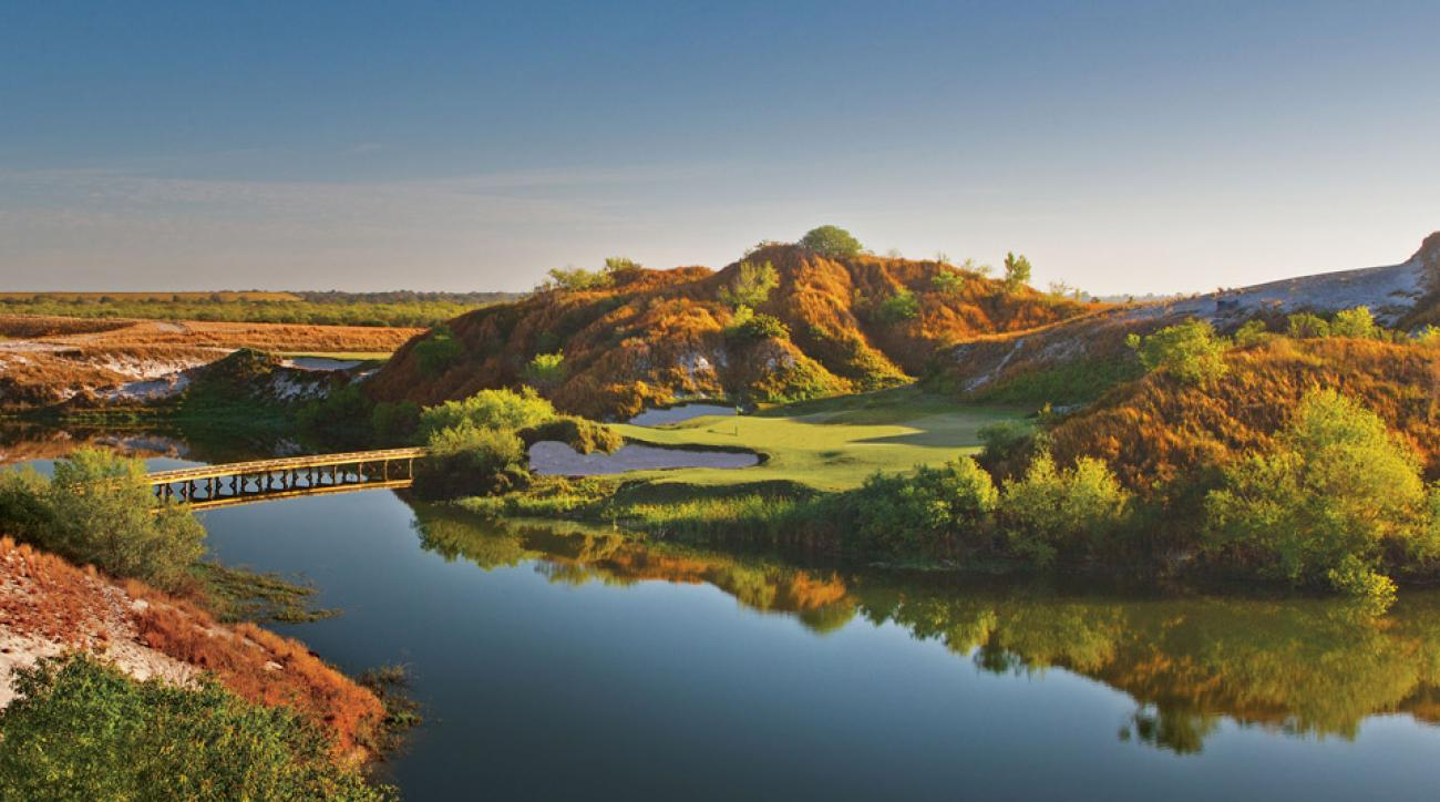 The 7th on Streamsong Blue offers a picture-perfect setting.