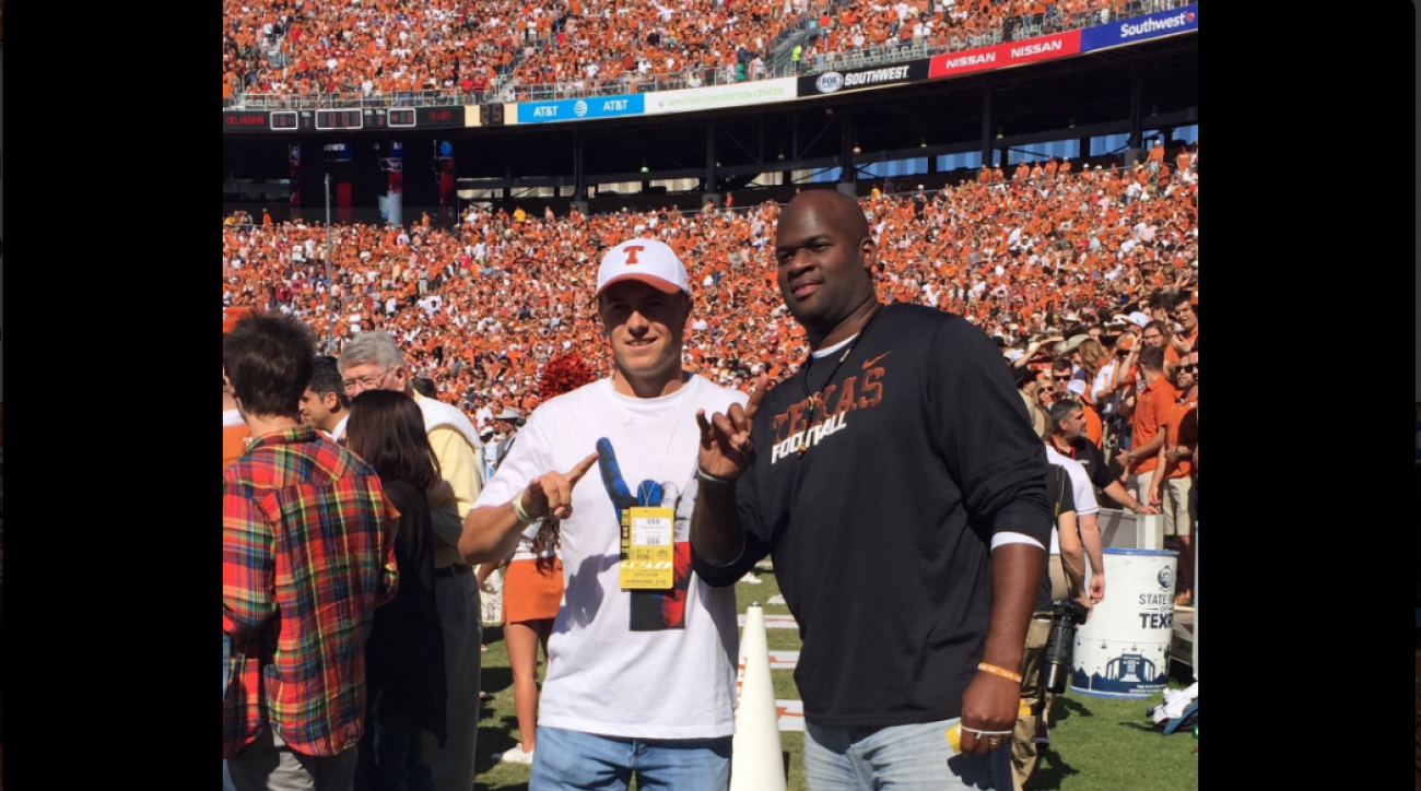Jordan Spieth and Vince Young take in the Texas vs. Oklahoma game on the sidelines.