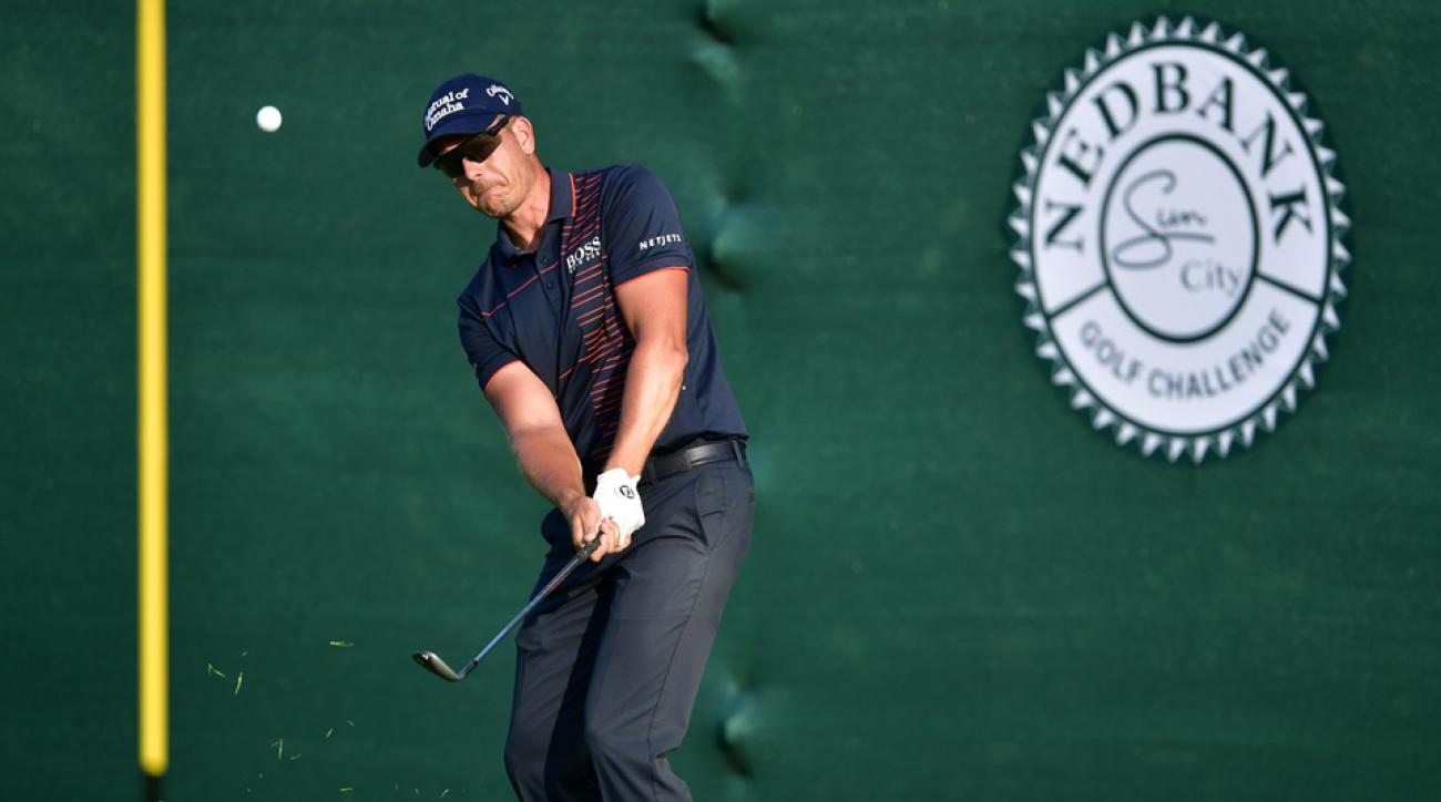 Henrik Stenson chips onto the 18th green during Round 1 of the Nedbank Golf Challenge.