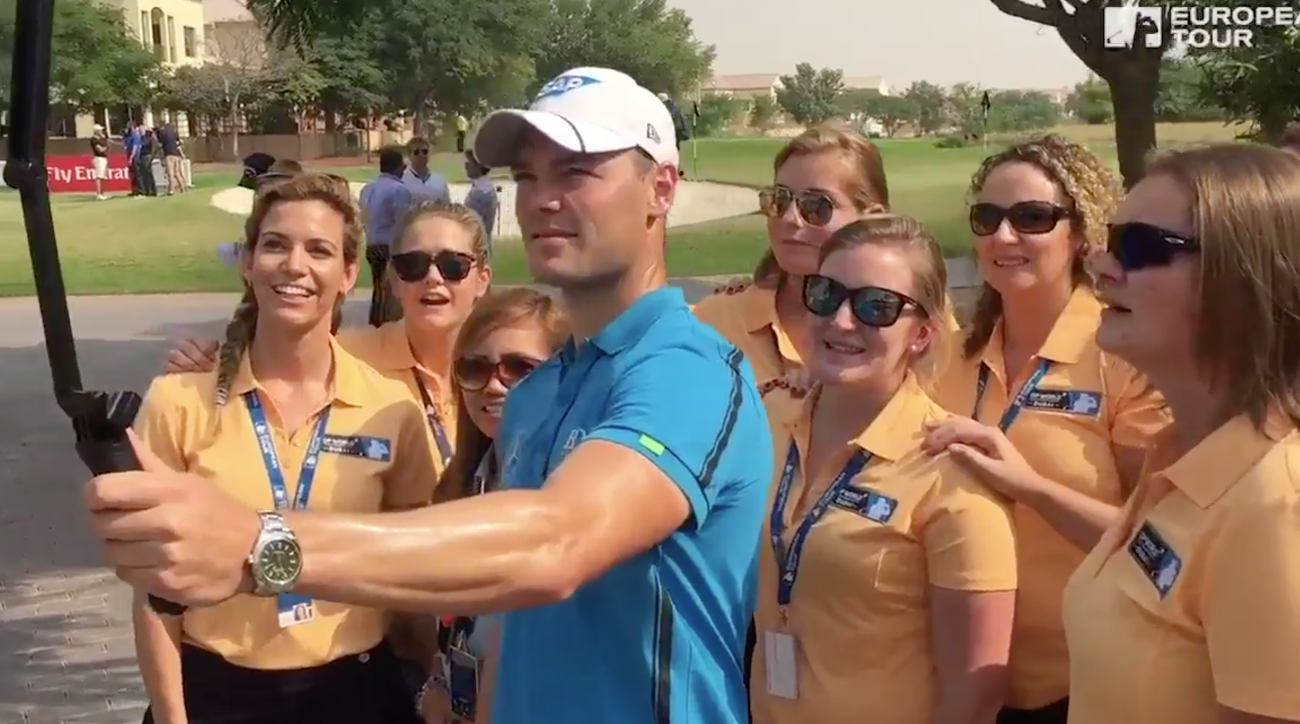 Martin Kaymer takes a selfie during the Mannequin Challenge.