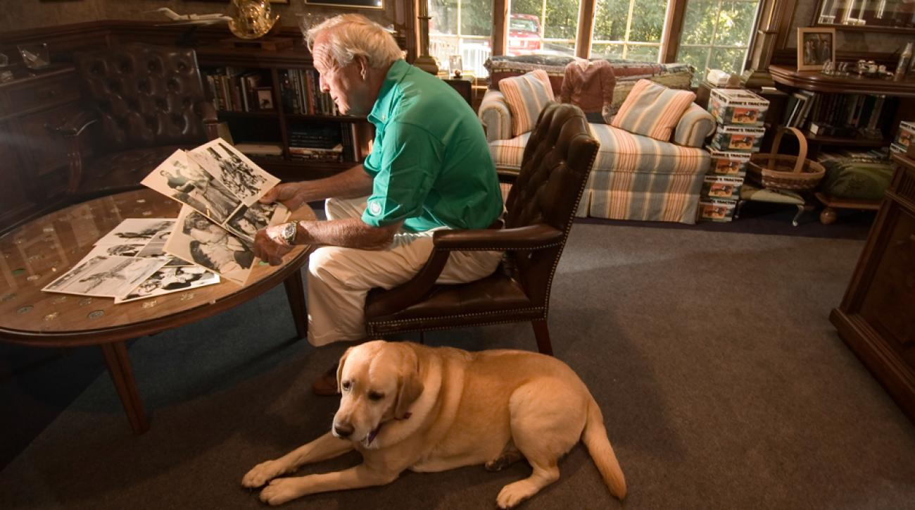 Mulligan, Palmer's faithful Labrador, made a fetching companion for the aging King.
