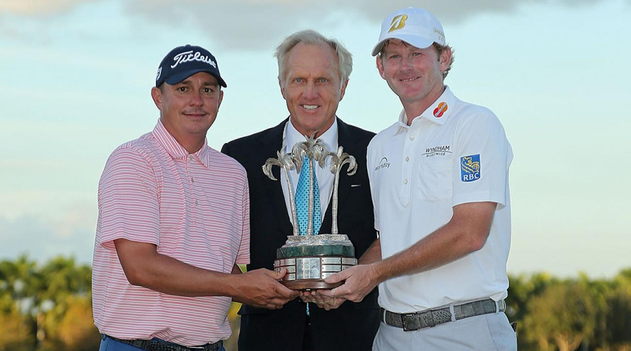 Jason Dufner and Brandt Snedeker pose with Greg Norman and the trophy after winning the 2015 Franklin Templeton Shootout.