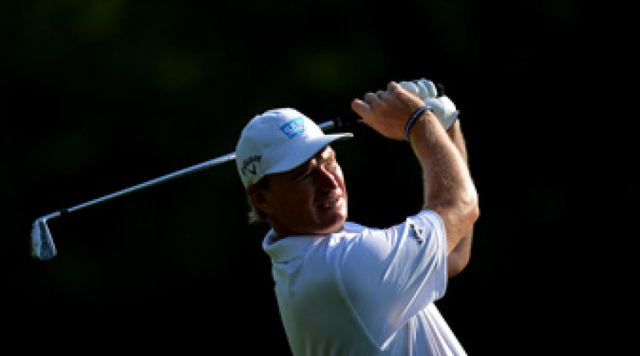 Ernie Els said after his third round Saturday that officials had failed to water the putting surfaces heavily enough.