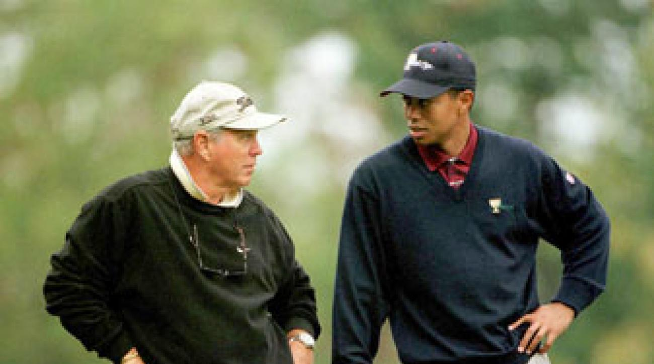 Tiger Woods and Butch Harmon chat during the 2000 Presidents Cup.