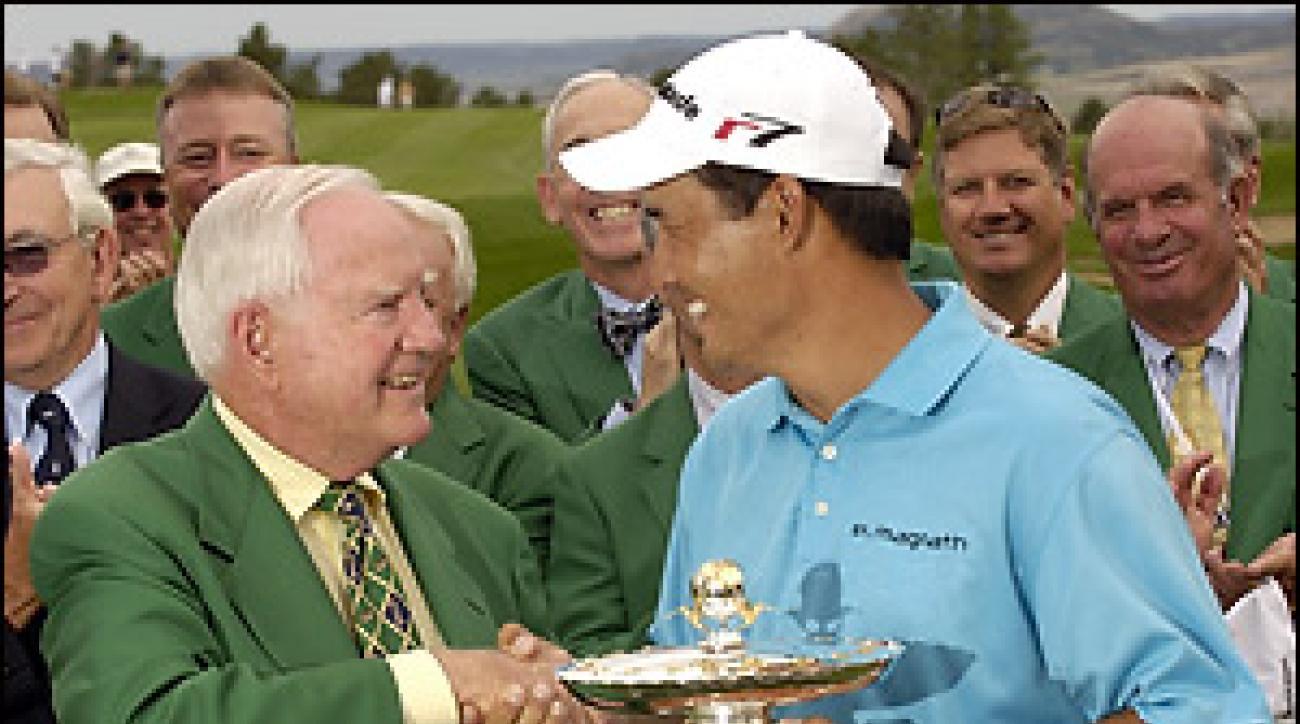 Jack Vickers congratulates Dean Wilson, last year's winner of The International.