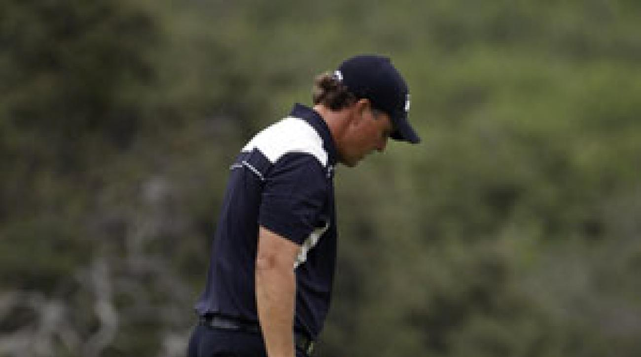 Phil Mickelson made a quadruple-bogey 9 on the 13th.