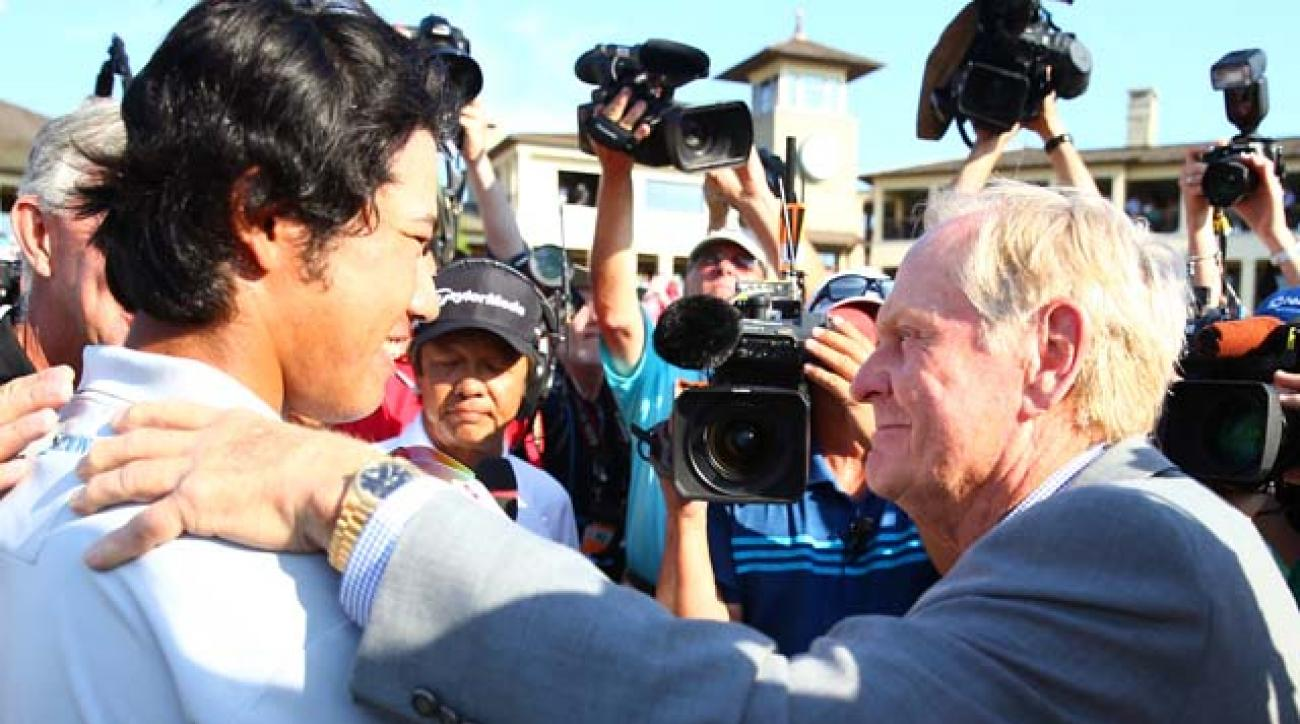 Jack Nicklaus congratulates Hideki Matsuyama after Matsuyama won the Memorial Tournament in a playoff over Kevin Na on Sunday.