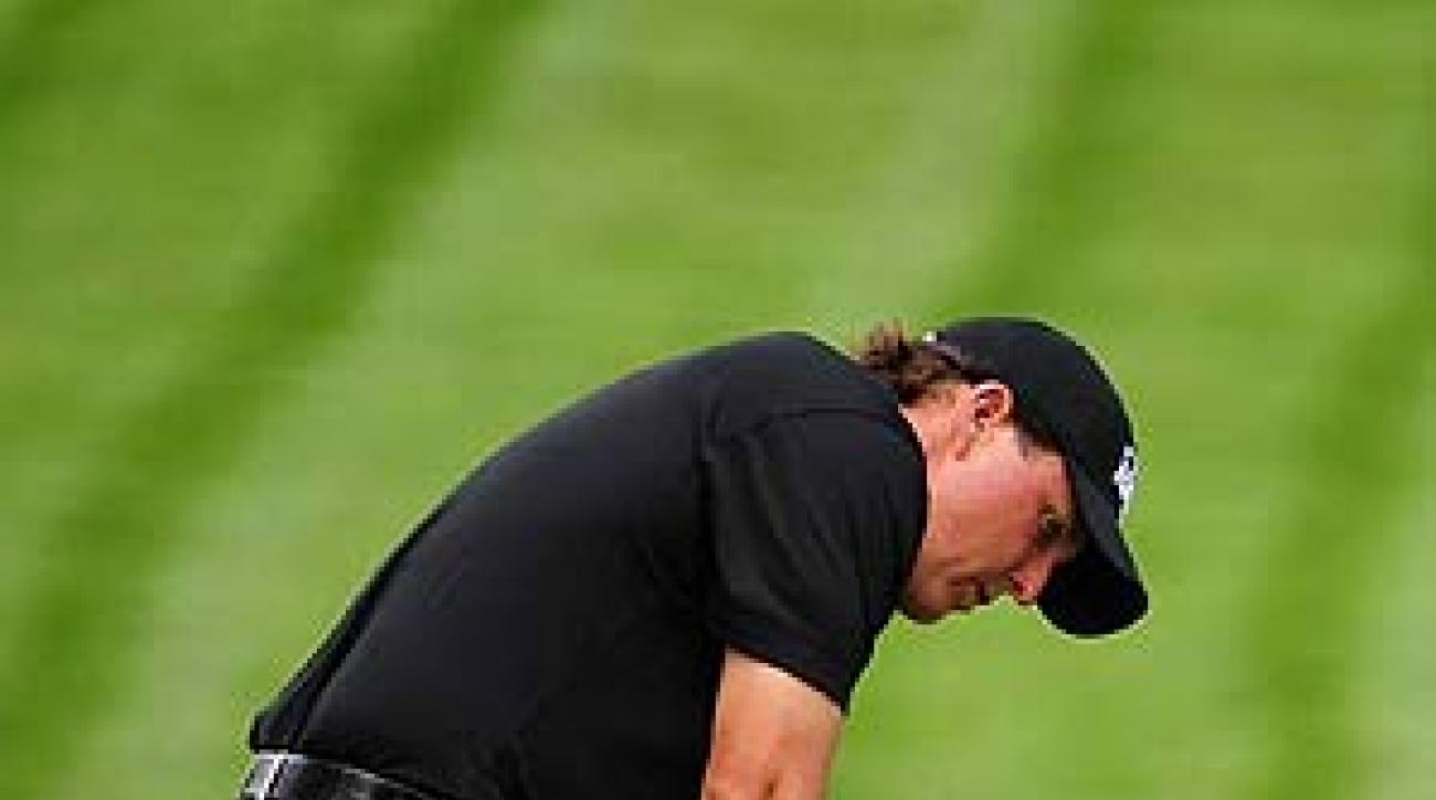 Mickelson ditched his 33 1/2-inch putter in favor of one that is 1 1/2 inches longer.