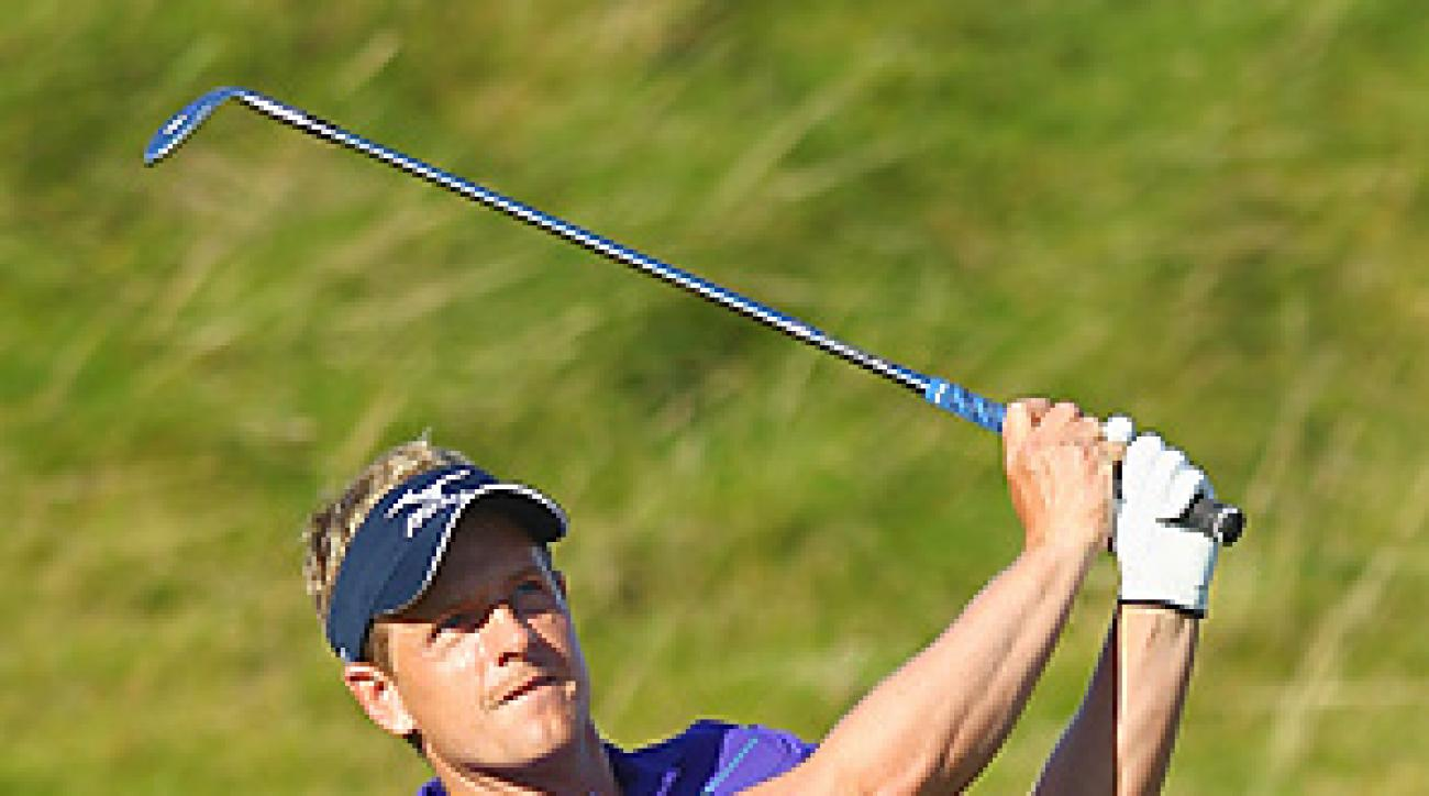 Luke Donald's run of holes without a three-putt came to an end at 449 on Thursday at the Dunhill Links.