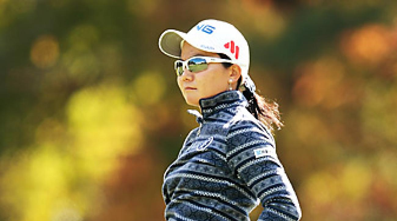 Ayako Uehara shot a 68 to share the opening-round lead in Japan.