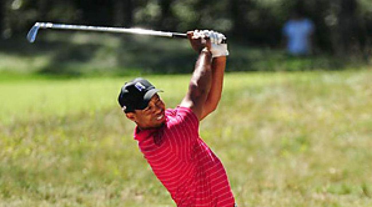 Tiger Woods shot a final-round 68 to qualify for the third round of the FedEx Playoffs.