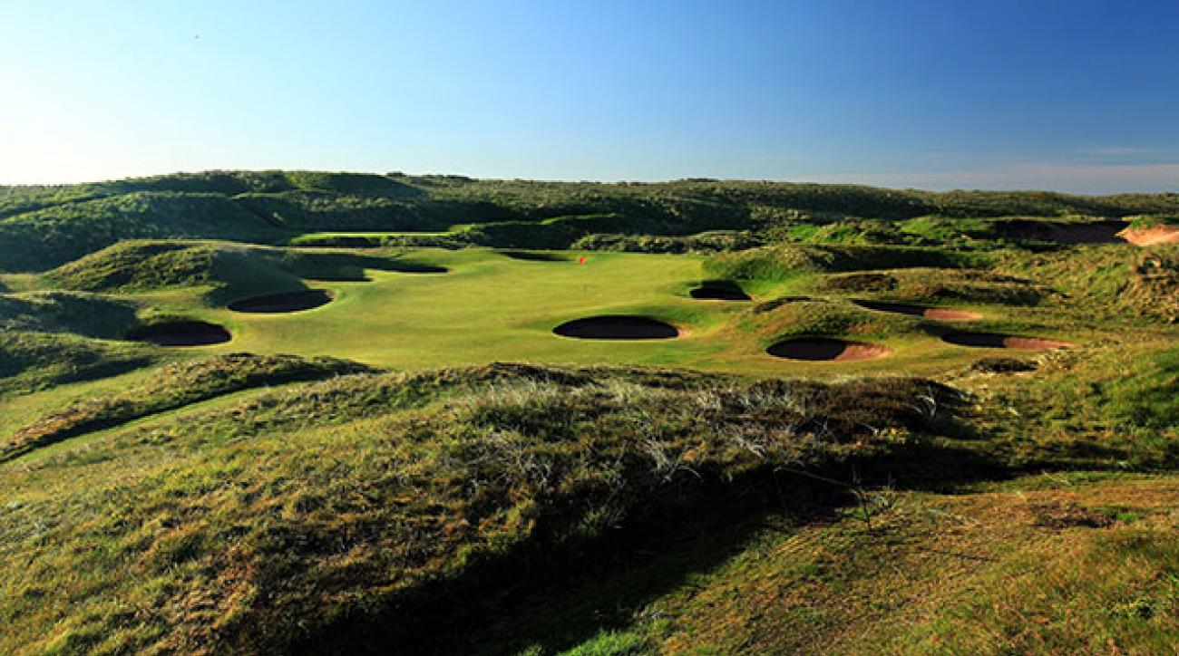 The 147-yard, par-3 8th hole 'Ridge' at Royal Aberdeen Golf Club.