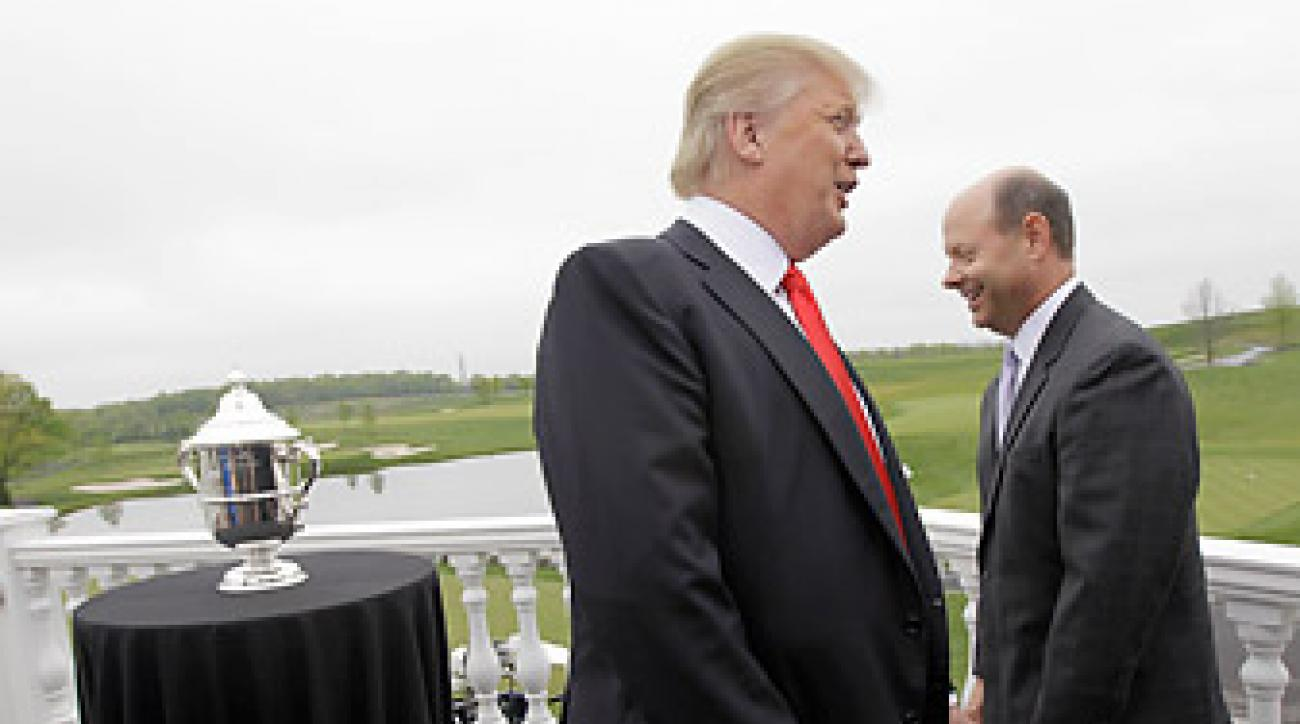 Trump, left, with USGA executive director Mike Davis after accepting the invitation to host the U.S. Women's Open.