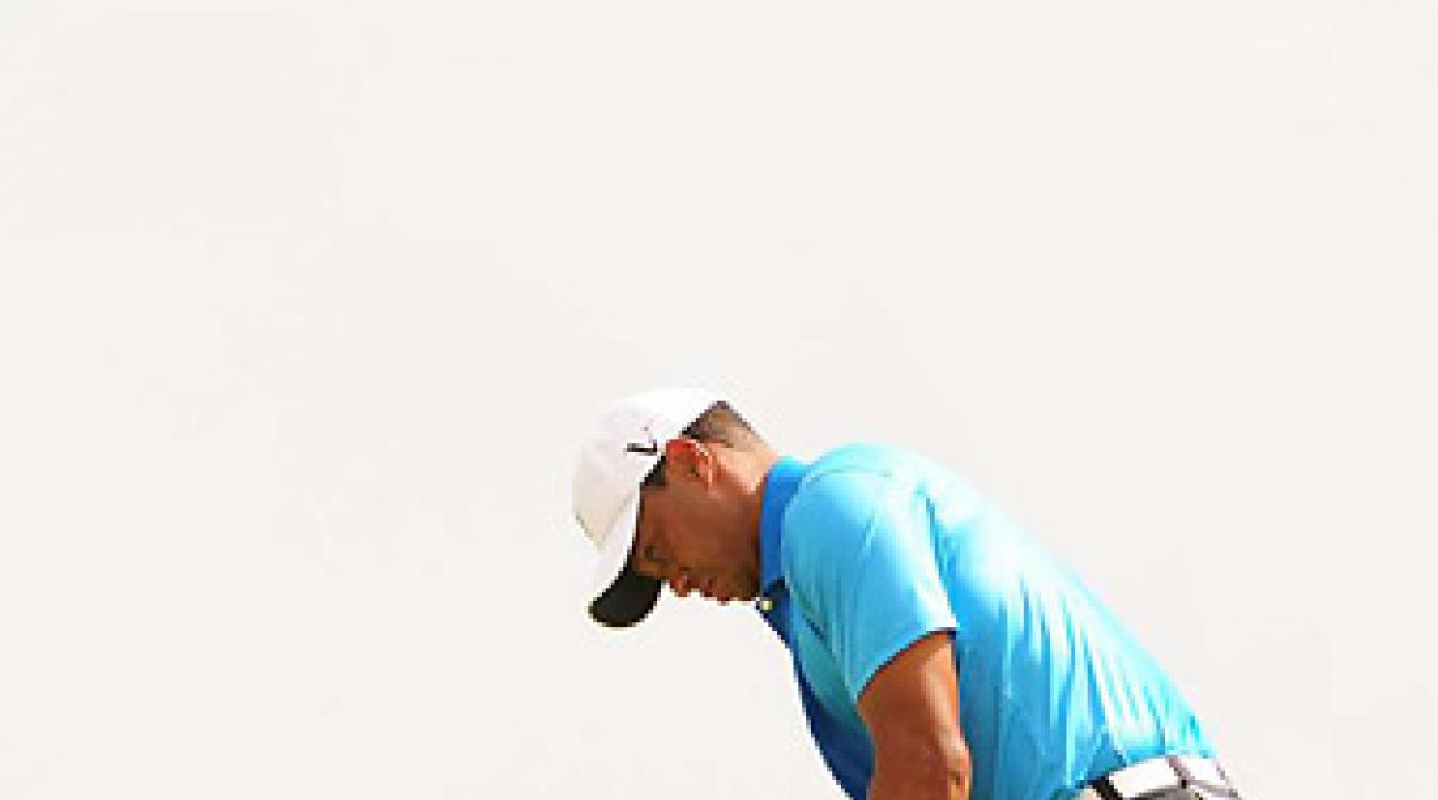 Tiger Woods shot a 71 in the second round to pull into a tie for the lead through 36 holes.