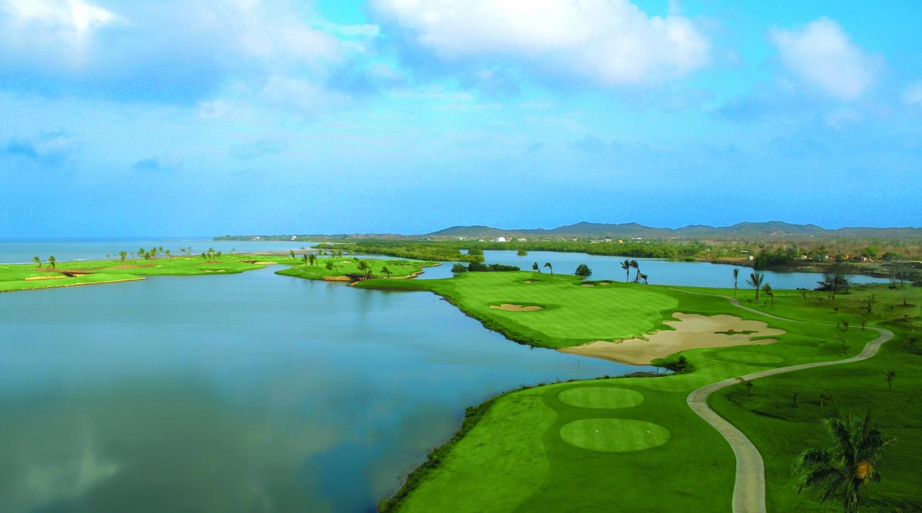 The 13th hole at Cartagena will give fans of Caribbean golf all the Caribbean they can handle.