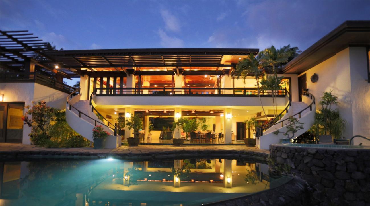 This Hawaii rental is only a 10 minute walk to Mauna Kea Beach Resort.