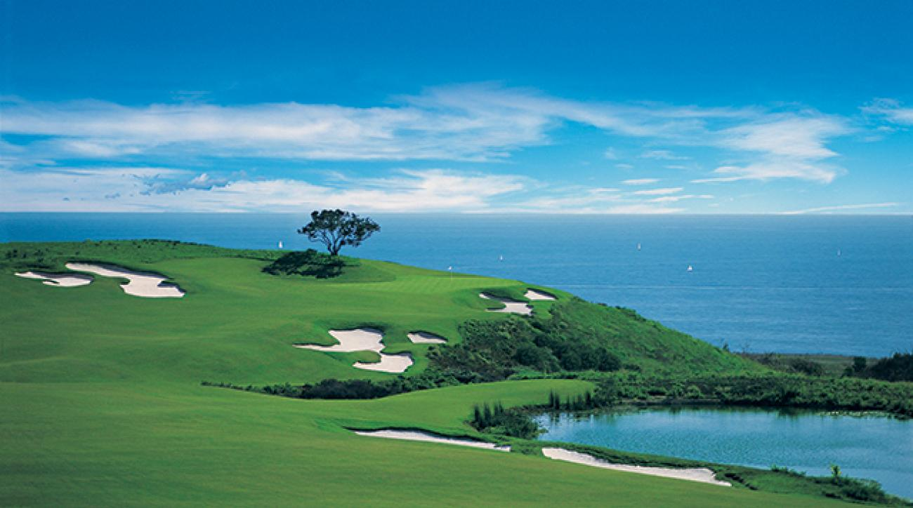 The 17th hole at Pelican Hill's Tom Fazio-designed Ocean North course runs right along the Pacific Coast.