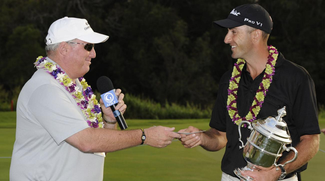 Gary Planos presents Geoff Ogilvy with a winner's check in 2010.