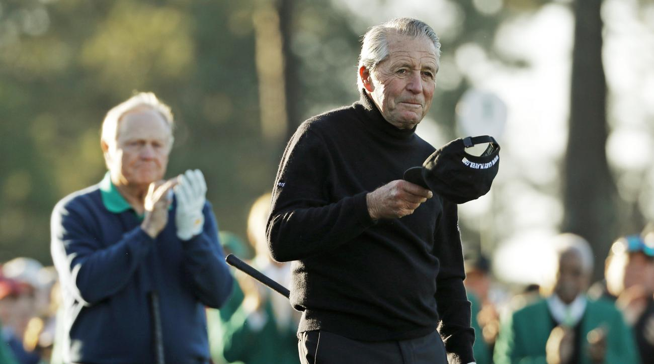 Jack Nicklaus, left, applauds as Gary Player steps up to hit a the ceremonial first tee before the first round of the Masters golf tournament Thursday, April 7, 2016, in Augusta, Ga.