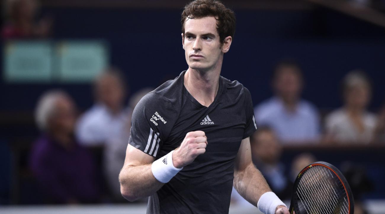Murray celebrates winning the third round match against Dimitrov in Paris-Bercy.