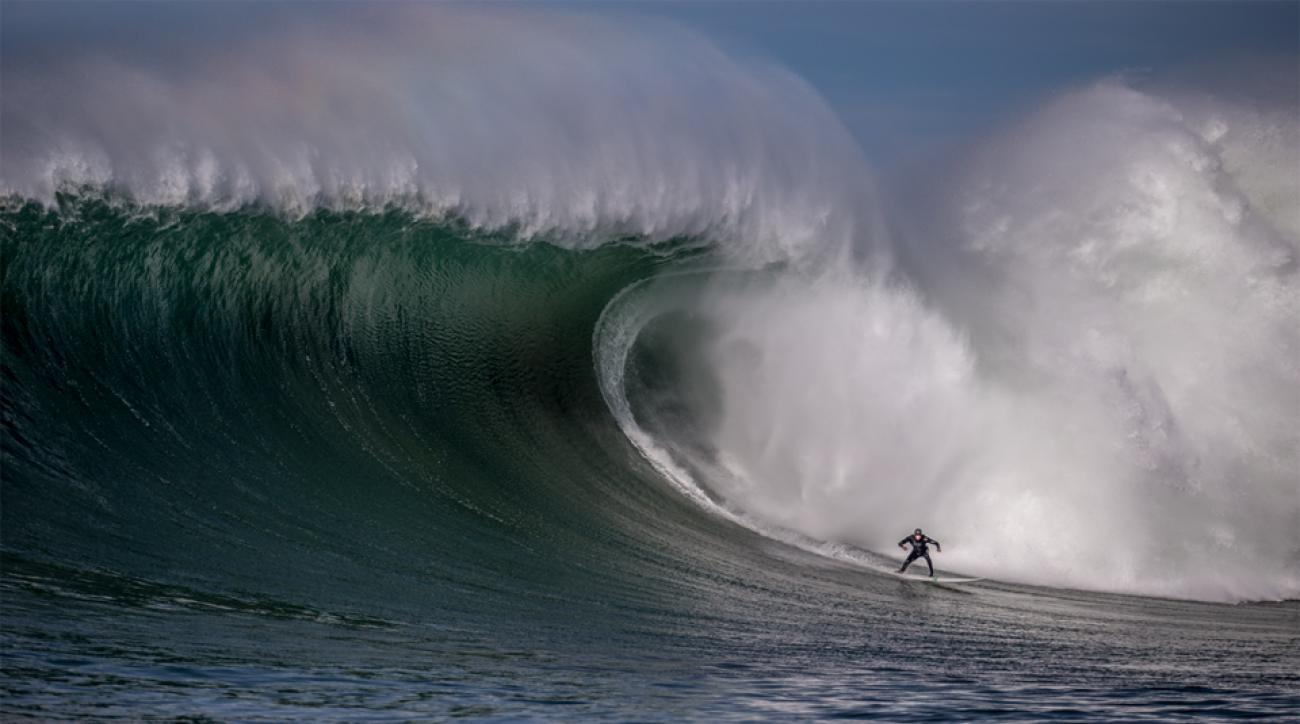 Big Wave world record holder Shawn Dollar takes on the infamous Mavericks break in California.