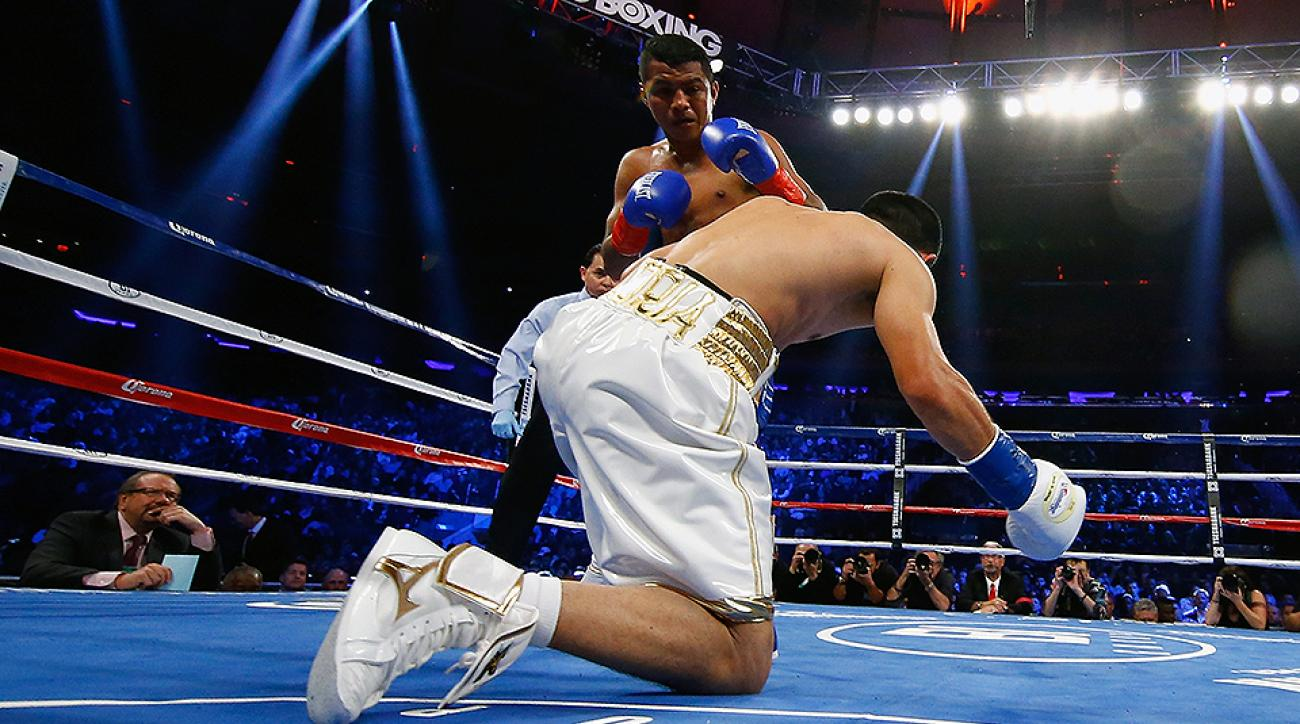 Roman Gonzalez knocks down Brian Viloria