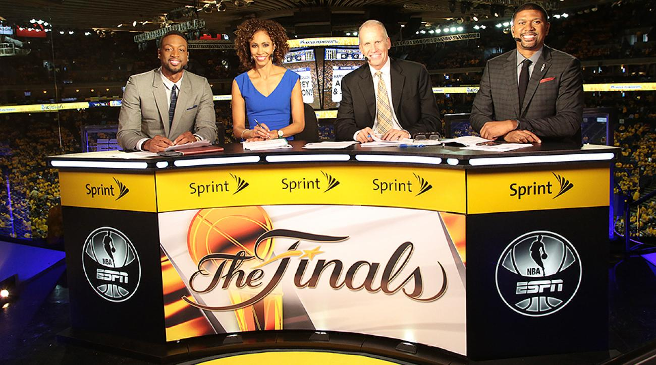 Sage Steele (second from left) with Miami Heat's Dwyane Wade, Doug Collins and Jalen Rose (L-R).