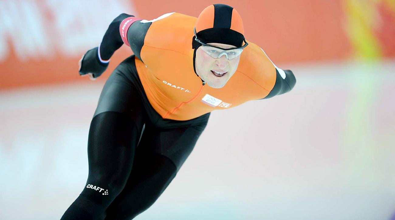 Sven Kramer led a Dutch podium sweep in the long-track speed skating 5000m race as he defended his title with an Olympic-record time.