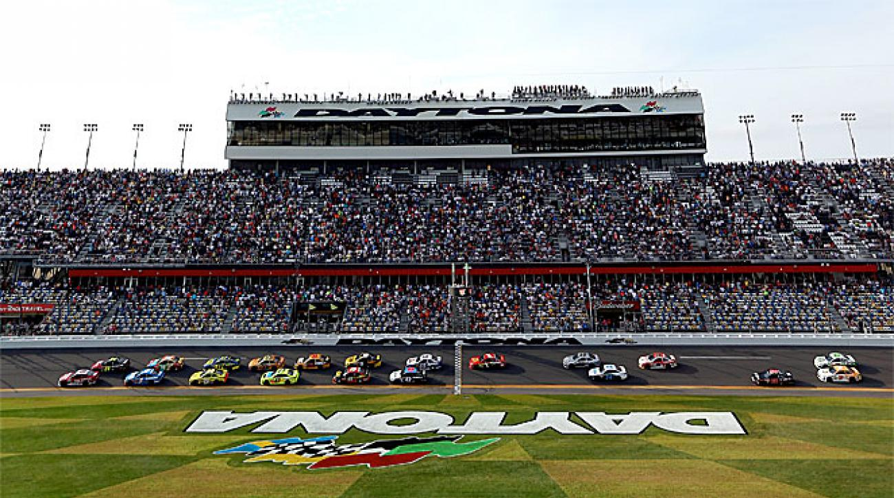 Cars fly around the track during the start of the second Budweiser Duel, a few days before the green flag of the 2013 Daytona 500.