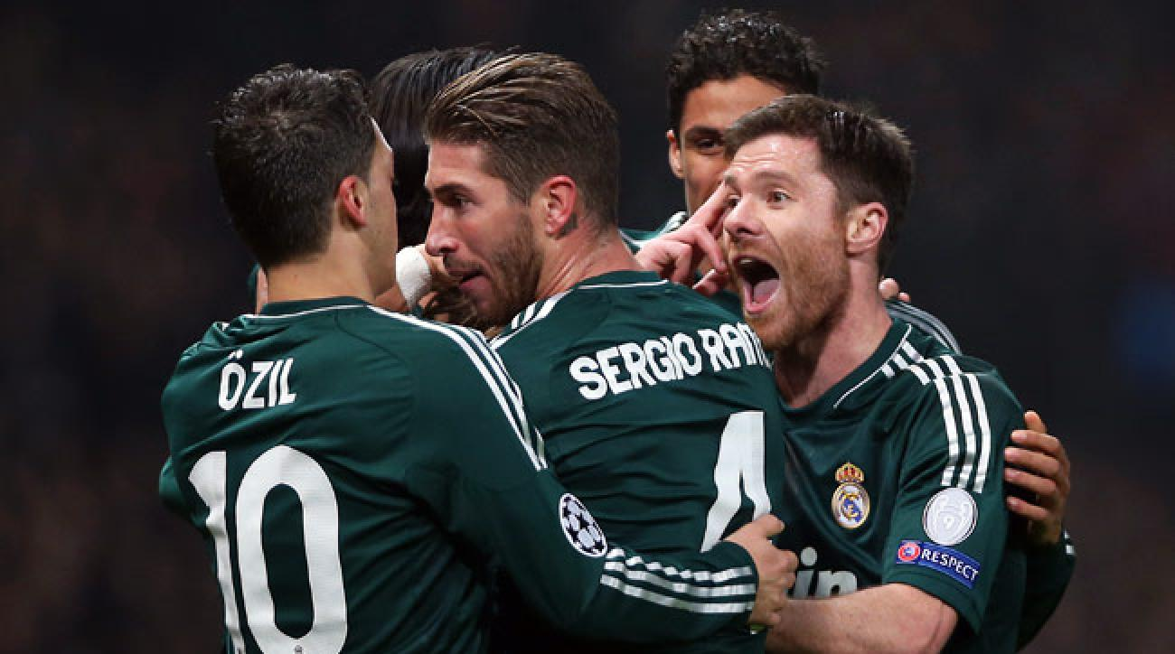 Real Madrid's players celebrate after taking a 2-1 lead against Manchester United on Tuesday.