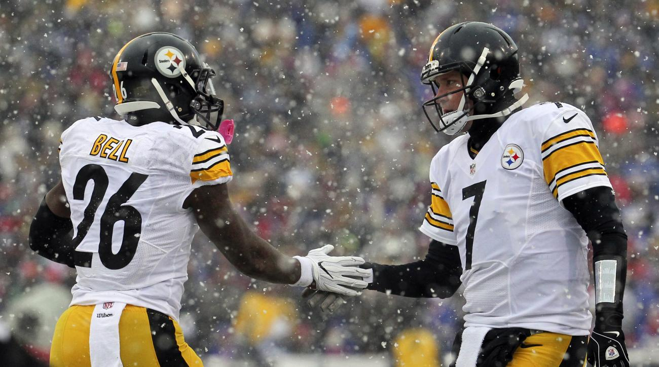 Pittsburgh Steelers running back Le'Veon Bell (26) and quarterback Ben Roethlisberger (7) celebrate Bell's touchdown run against the Buffalo Bills during the first half of an NFL football game, Sunday, Dec. 11, 2016, in Orchard Park, N.Y. (AP Photo/Bill W