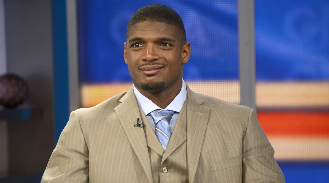 Dozen teams in talks with Michael Sam